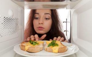 Микроволновка греет посуду, а не еду: причины, что делать