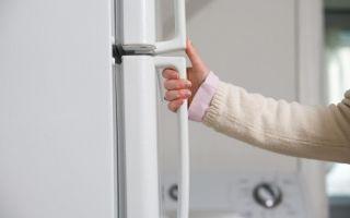 Не закрывается плотно дверь холодильника, что делать?
